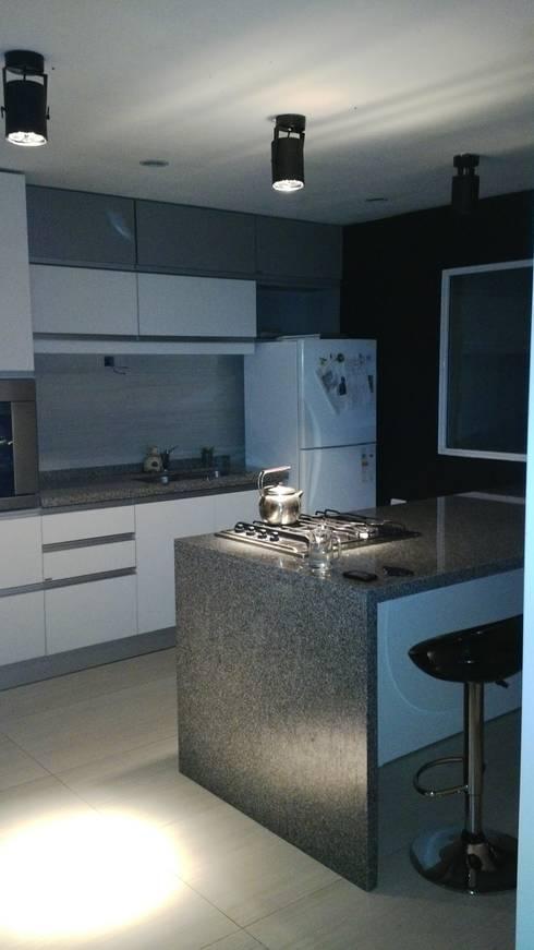cocina, isla:  de estilo  por VHA Arquitectura