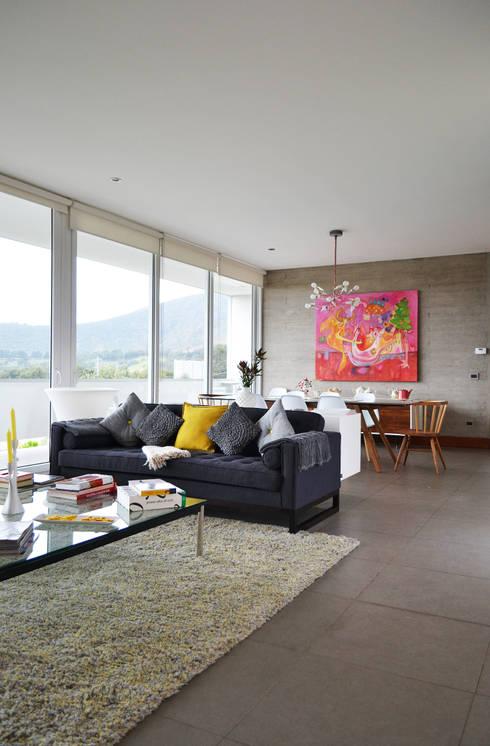 CASA P65: Livings de estilo  por ESTUDIO BASE ARQUITECTOS