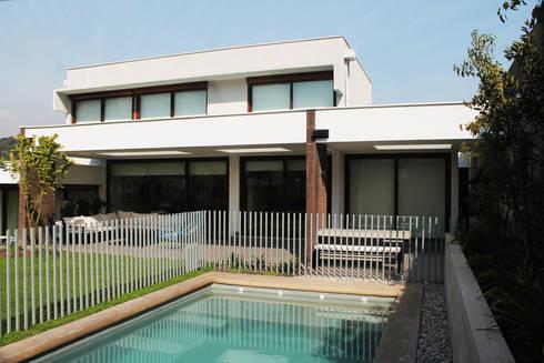 CASA LOS LITRES: Casas de estilo mediterraneo por ESTUDIO BASE ARQUITECTOS