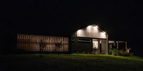 CASA RH: Casas de estilo escandinavo por ESTUDIO BASE ARQUITECTOS