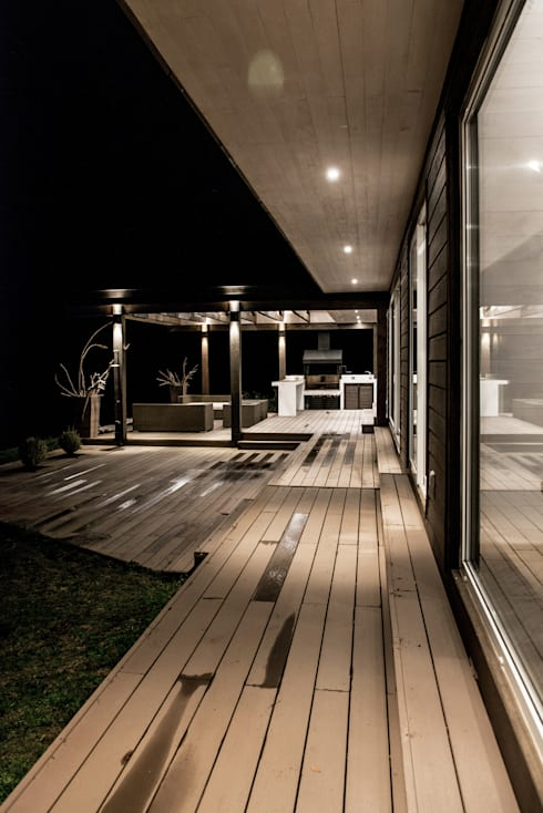 CASA RH: Terrazas  de estilo  por ESTUDIO BASE ARQUITECTOS