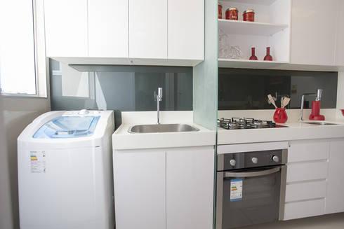 Condominio Laffite: Cozinha  por POCHE ARQUITETURA