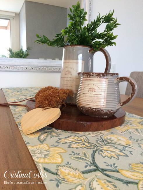 Comedor accesorios: Comedor de estilo  por Cristina Cortés Diseño y Decoración