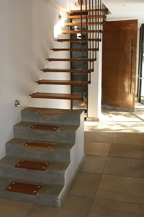 Corridor & hallway by Sm!t Architects