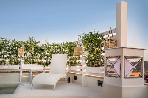Terraza en atico con piscina y pergola por senza espacios - Pergola terraza atico ...