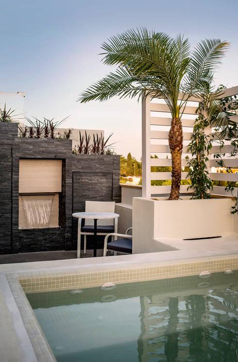 Terraza en atico con piscina y pergola por senza espacios homify - Piscina terraza atico ...