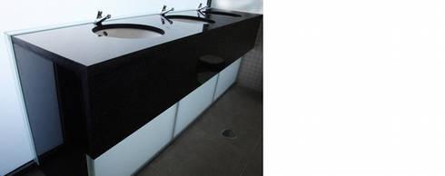 REESTRUTURAÇÃO DO COMPLEXO DE PISCINAS MUNICIPAIS – ÉVORA: Piscinas modernas por atelier mais - arquitetura e design