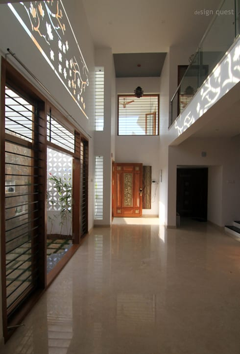 Gowrishankar Residence:  Corridor & hallway by Design Quest Architects