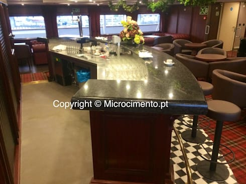 Balcão em Microcimento: Salas de estar modernas por 4Udecor Microcimento