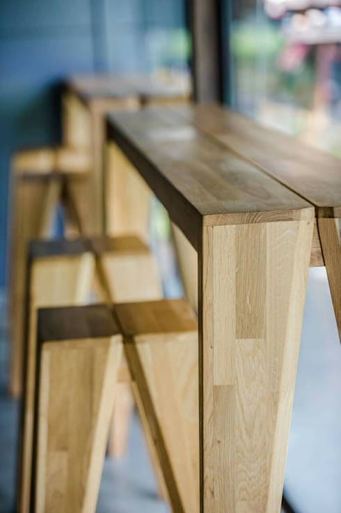 PIECE bar table and stool:  Office spaces & stores  by EMOH Modern Furniture Store HK