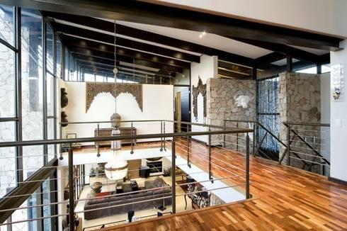 AT WATER'S EDGE:  Corridor & hallway by Spiro Couyadis Architects