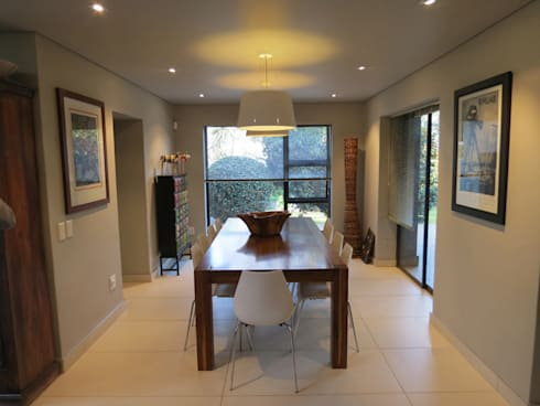 Alterations to existing residence-Bedfordview: modern Dining room by Spiro Couyadis Architects