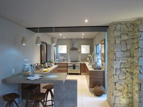 Alterations to existing residence-Bedfordview: modern Kitchen by Spiro Couyadis Architects