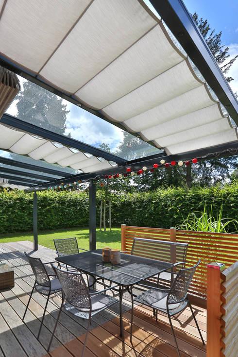 Balcones, porches y terrazas de estilo  por TOLDOS SPANNMAXXL.de