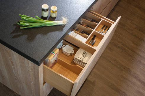Küche Im Modernen Landhausstil Aus Massivem Eichenholz: Moderne Küche Von  BAUR WohnFaszination GmbH