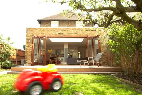 Aumenta a família, aumenta a casa : Jardins modernos por Architect Your Home