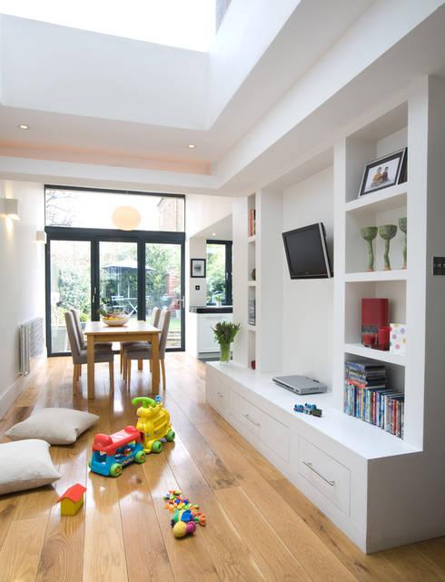 Cozinha aberta para sala: Salas multimédia modernas por Architect Your Home
