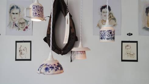 Hängelampen aus Vintage-Porzellan mit weißen Textilkabeln: skandinavische Küche von Lieselotte