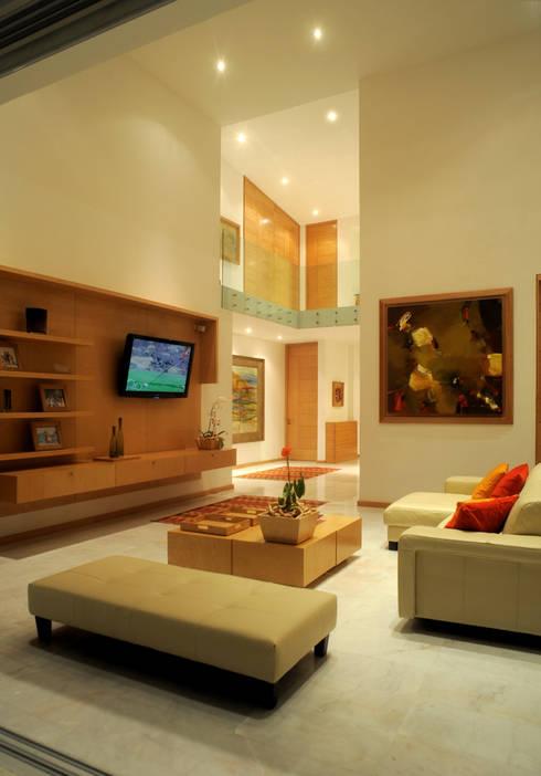 Salas / recibidores de estilo  por Agraz Arquitectos S.C.