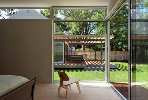 Casa Abierta: modern Bedroom by KUBE Architecture
