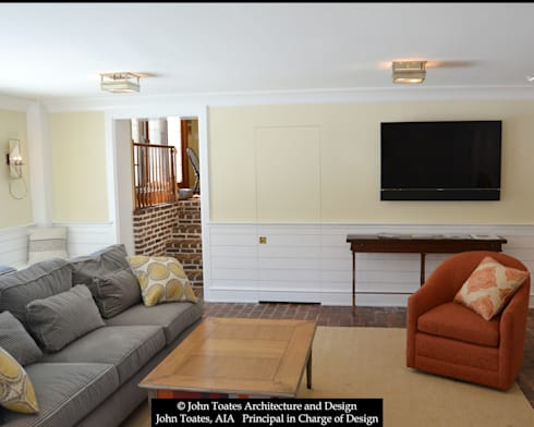 Family Room Wainscot: classic Living room by John Toates Architecture and Design