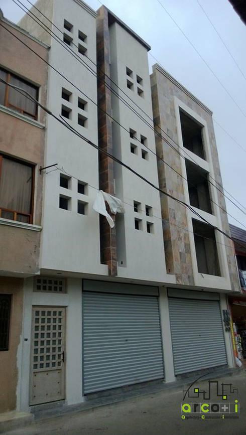 Edificio: Casas de estilo moderno por ARCO +I