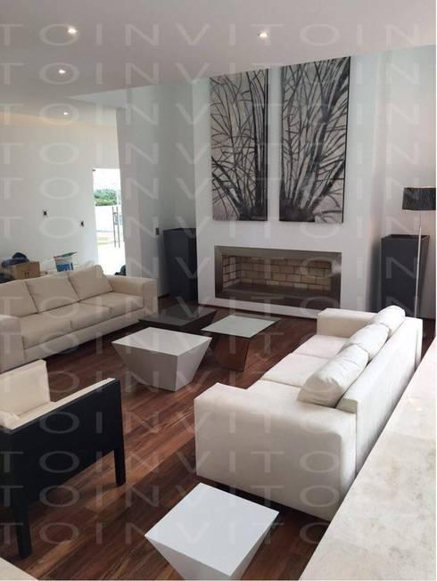 Proyecto Residencial Pachuca: Salas de estilo minimalista por INVITO
