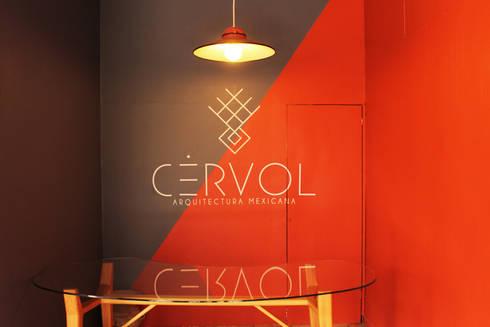 Escritorio CHÉ | CÉRVOL: Espacios comerciales de estilo  por CÉRVOL