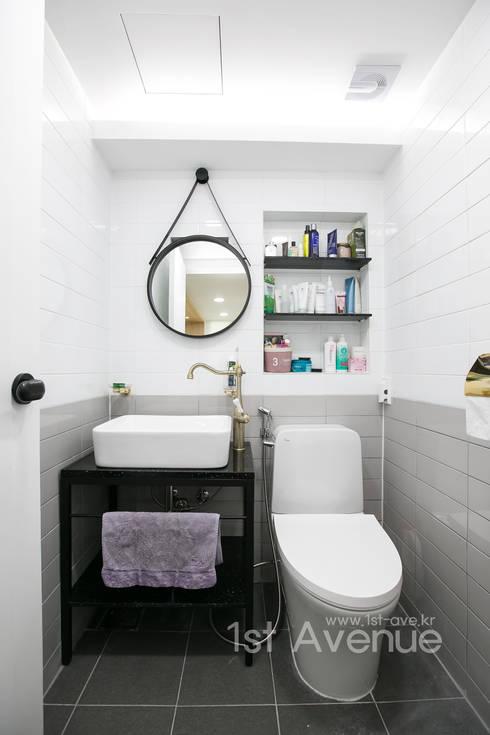 modern Bathroom by 퍼스트애비뉴