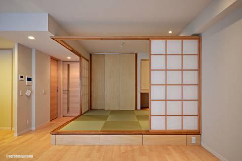 必要かつ十分な大きさの和室(Cuarto del estilo japonés de necesario y bastante talla.): アグラ設計室一級建築士事務所 agra design roomが手掛けたリビングです。