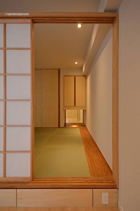 風と子供たちの抜け道(Bypath del viento y los niños.): アグラ設計室一級建築士事務所 agra design roomが手掛けたリビングです。