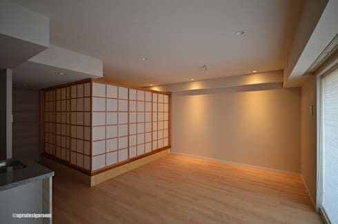 やさしくプライバシーのある空間(El espacio agradable y independiente.): アグラ設計室一級建築士事務所 agra design roomが手掛けたリビングです。