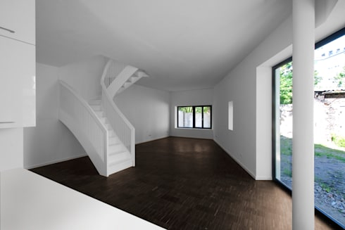 kitchen & living room: modern Living room by brandt+simon architekten