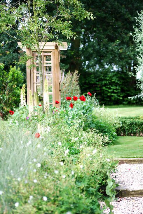 Josselyn's: classic Garden by Aralia