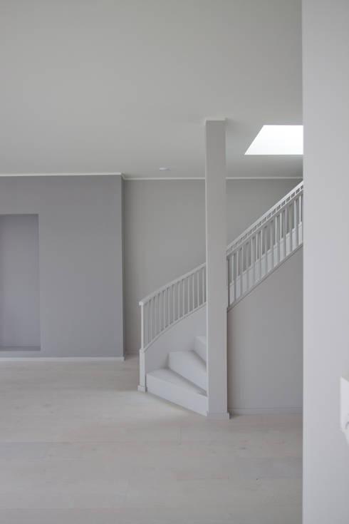 new attic apartment: modern Living room by brandt+simon architekten