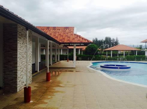 Casa Campestre - zona de piscina: Piscinas de estilo tropical por ARQUITECTOnico