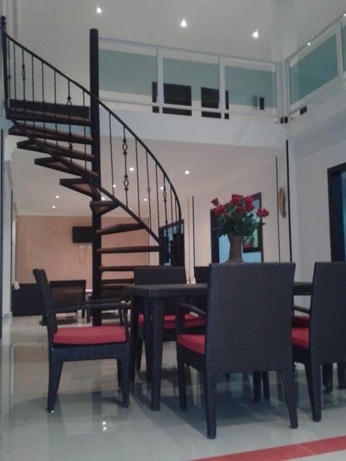 Casa Jhony: Comedores de estilo  por ARQUITECTOnico
