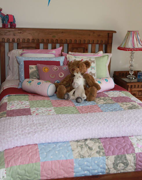 A vintage country bed for a little girl: country Nursery/kid's room by Inside Out Interiors
