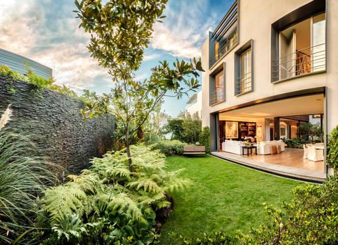 Casa CSF: Jardines de estilo clásico por Lopez Duplan Arquitectos