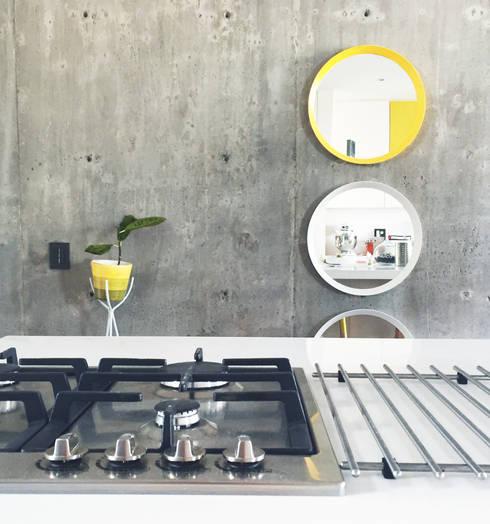 AC y Andrés Kitchen : Cocinas de estilo moderno por Nomada Design Studio