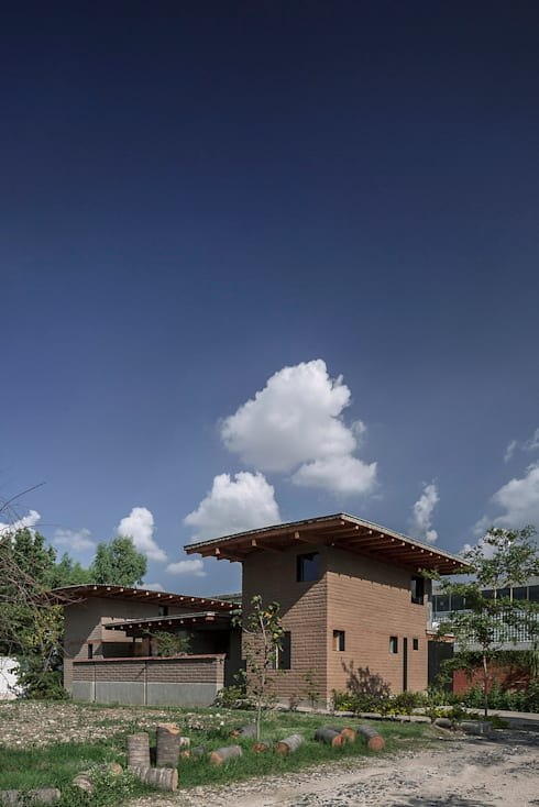 NIDO DE TIERRA: Casas de estilo rústico por MORO TALLER DE ARQUITECTURA