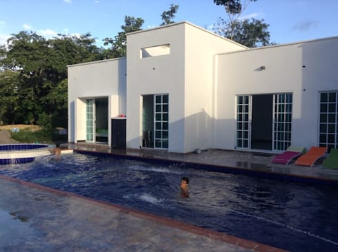 Casa Minimalista: Casas de estilo minimalista por ARQUITECTOnico