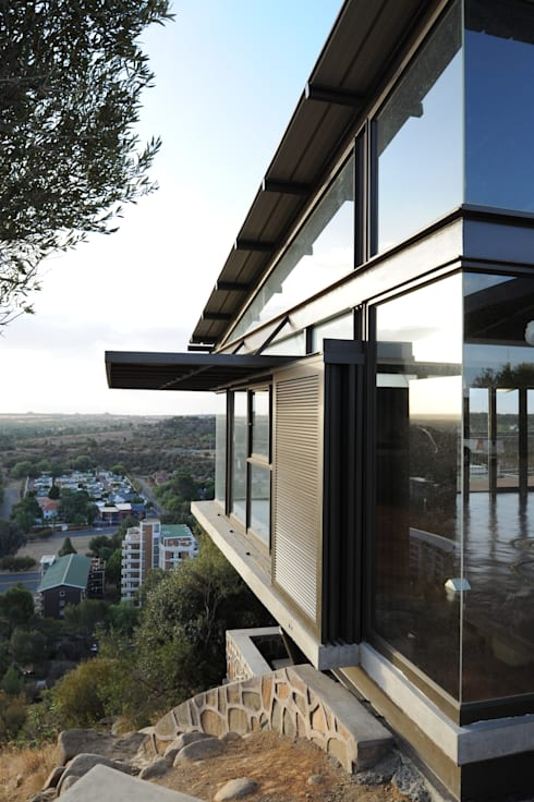 The Edge Restaurant  (Naval Hill):  Commercial Spaces by Reinier Brönn Architects & Associates