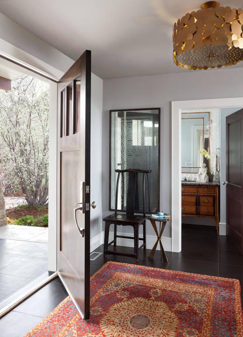 Elegant Modern and Timeless:  Corridor & hallway by Andrea Schumacher Interiors