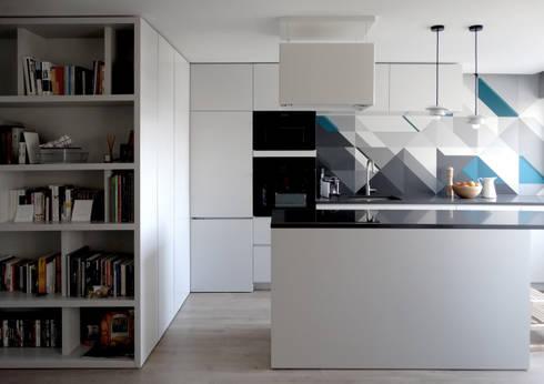 Casa Amaro: Cozinhas modernas por há.atelier