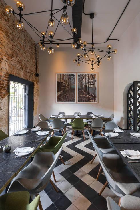 El Presidio Casa Bon : Comedores de estilo moderno por Germán Velasco Arquitectos
