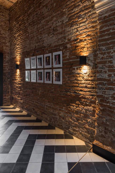 Corredores e halls de entrada  por Germán Velasco Arquitectos