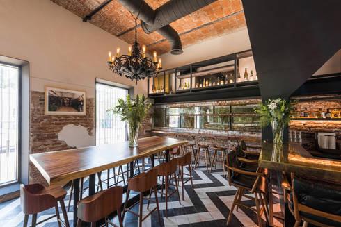 El Presidio Casa Bon : Cavas de estilo moderno por Germán Velasco Arquitectos