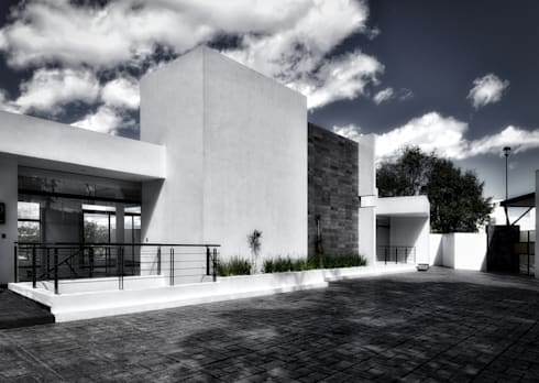 3 encinos: Casas de estilo minimalista por ArqCubo