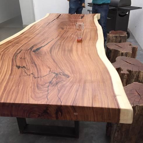MESA DE PAROTA UNA SOLA PIEZA, LOS BANCOS SON DE CHECHEN: Hogar de estilo  por woodlosophy